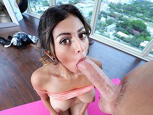 Girls sexy nackt yoga Nude yoga