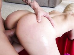 Working Out With A Fat Ass Babe That Loves To Fuck