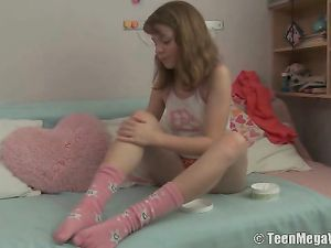 Foot Rub For His Teenage GF Gets Him Laid