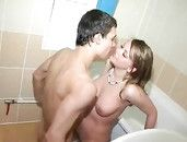 Wet BJ In The Bathtub From His Amateur GF