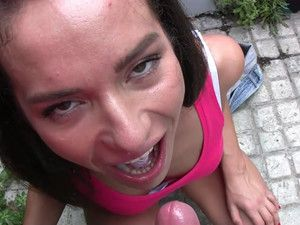 Cum Swallowing Girl Gladly Has Sex Outdoors