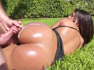 Big Booty Girl Ava Sanchez Fucks In The Pool